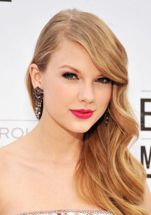 Taylor Swift con cabello suelto