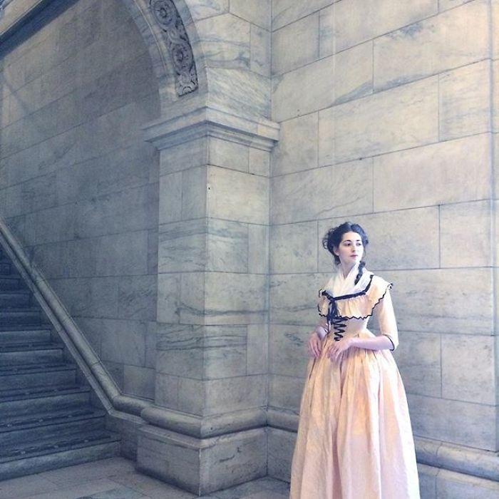 Bernadette Banner y sus vestidos de época