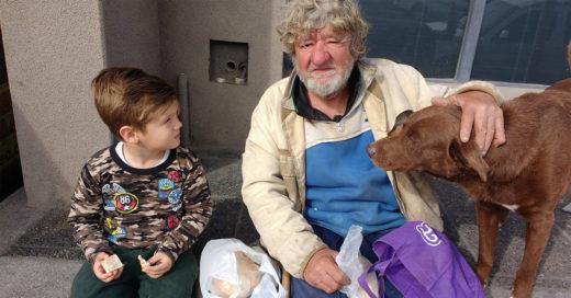 Familia adopta a persona de la tercera edad como abuelito