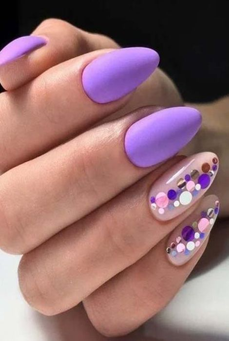 Manicure in lilac tones with matte and shine effect, and circle details effect