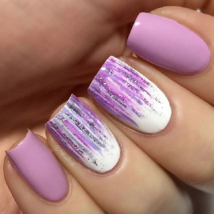 Manicure in lilac tones with sparkles and white tones