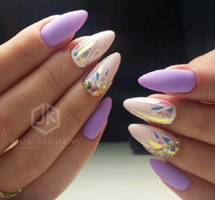 Manicure in lilac tones with matte effect and crystal details