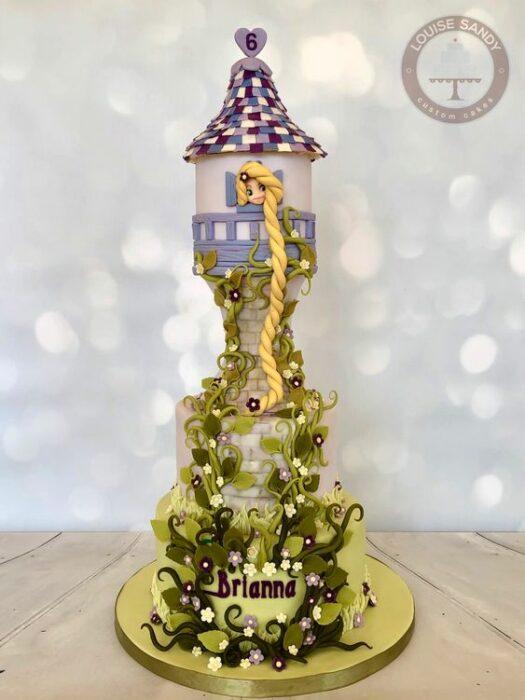 Pastel inspirado en la torre de Rapunzel