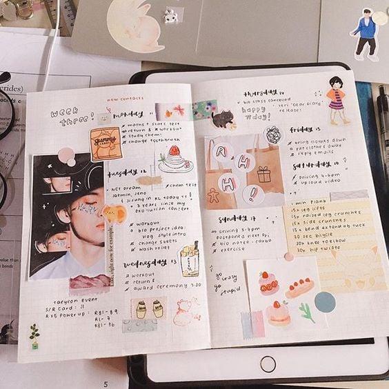 Libreta decorada con fotografías y accesorios kawaii