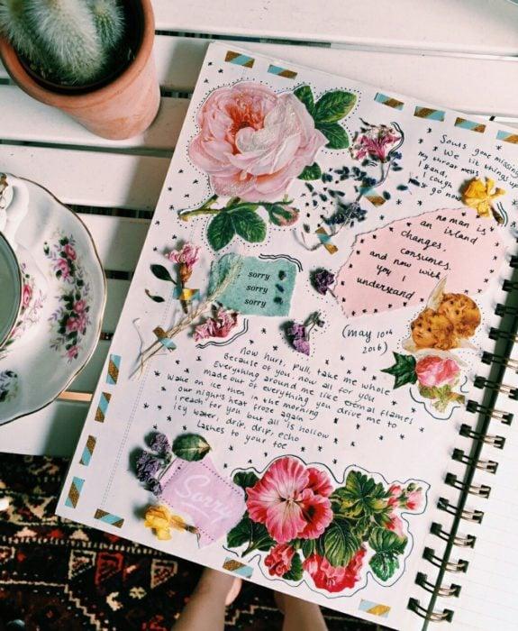 Libreta decorado con recortes de flores