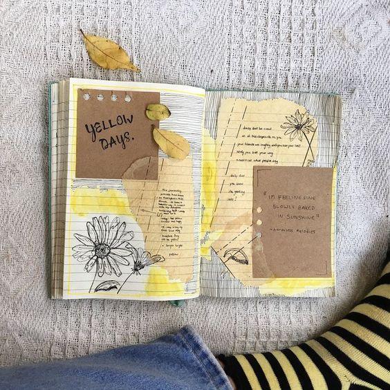 Libreta decorada en colore smarillos con hojas de color y cartoncillo