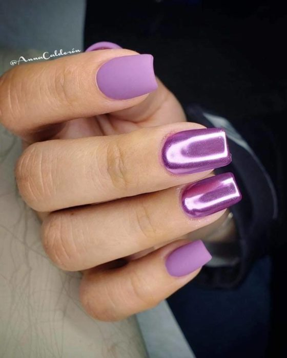 Manicure in lilac tones with metallic and matte effect