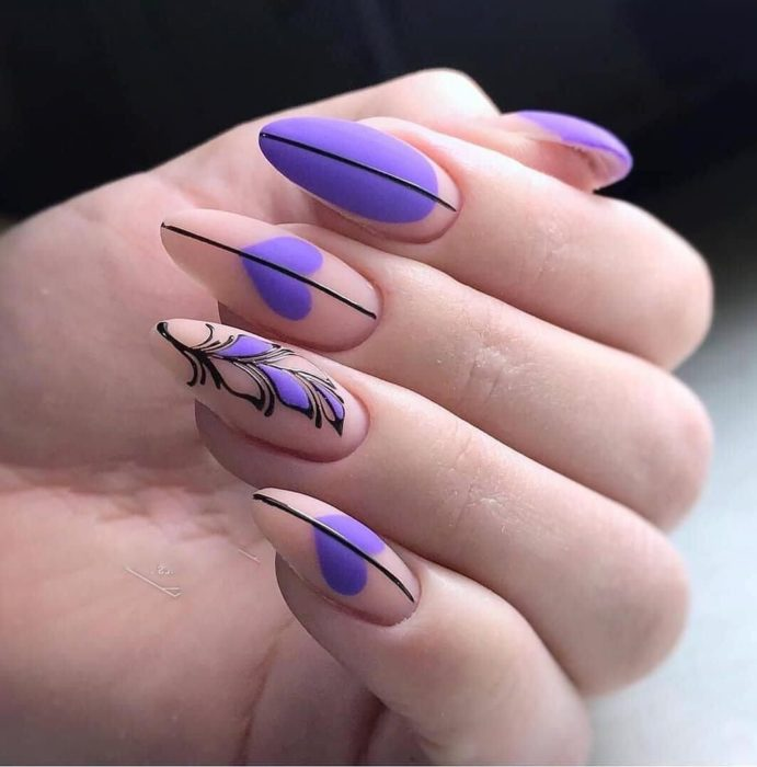 Manicure in lilac tones with matte effect and black and beige tones