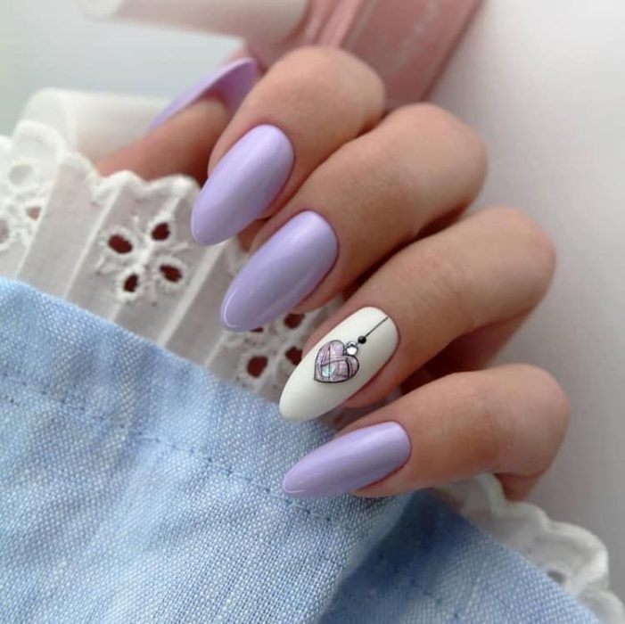 Manicure in lilac tones with matte effect and detail on one finger