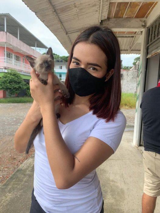 Alejandra Baquero Ayala llevó 150 kilos a mascotas de familias de pocos recursos