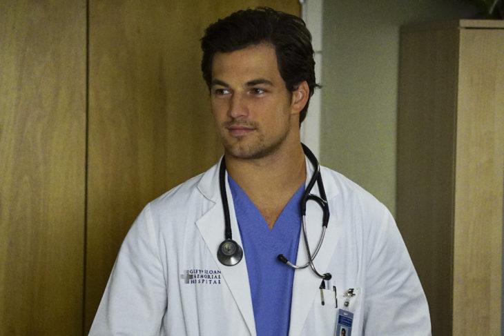 Escena de Grey's Anatomy donde aparece Andrew DeLuca