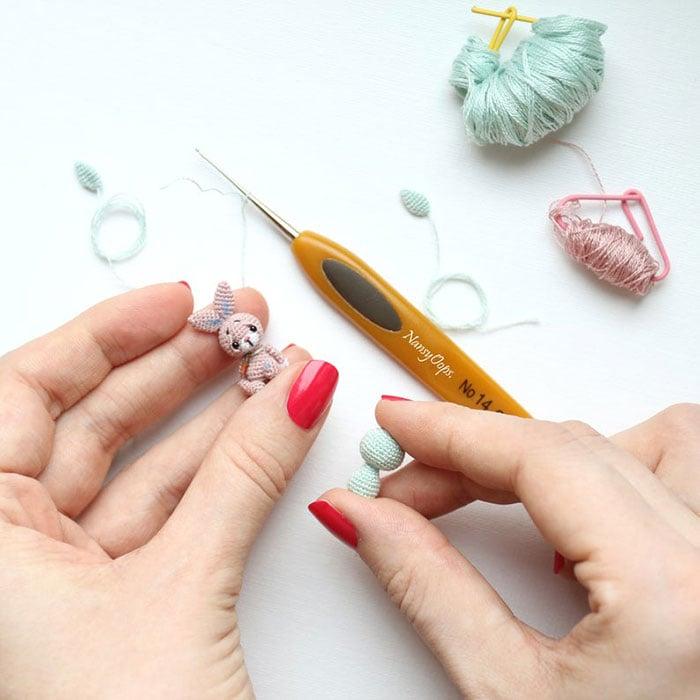 Conejito miniatura de crochet
