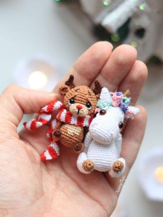 Reno y unicornio de crochet