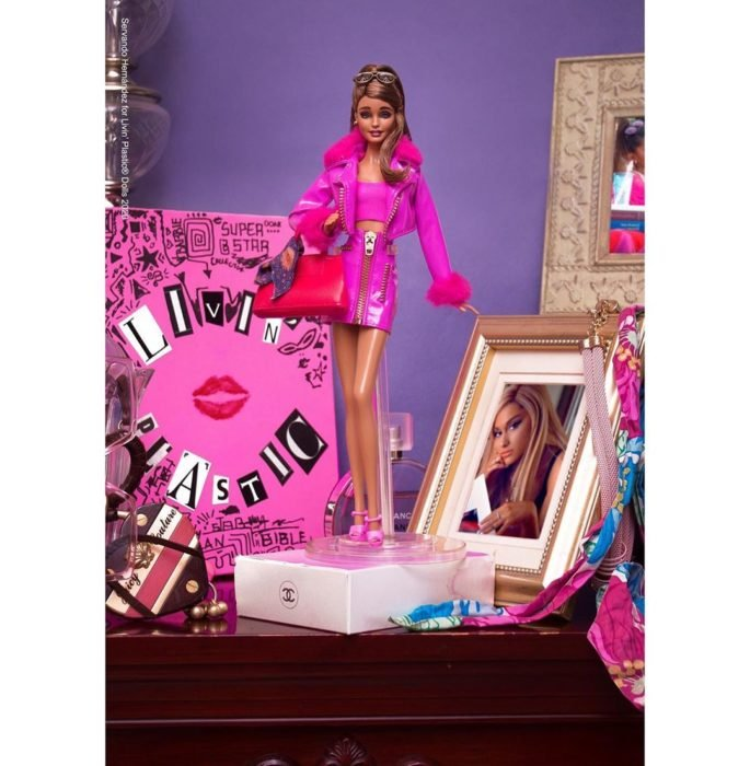 Barbie caracterizada como Ariana Grande
