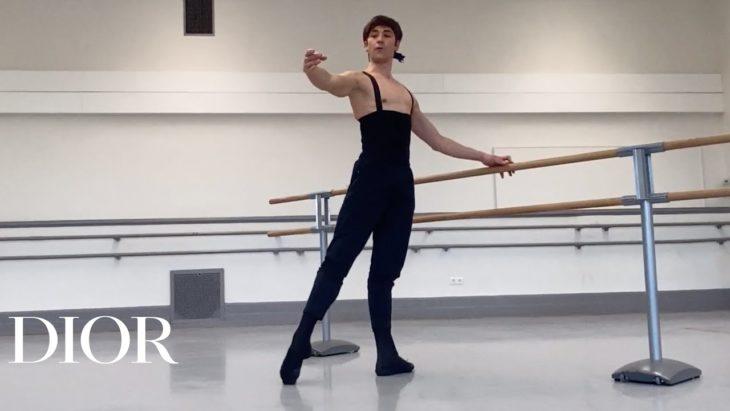 Coreografo de DIor enseñando ballet