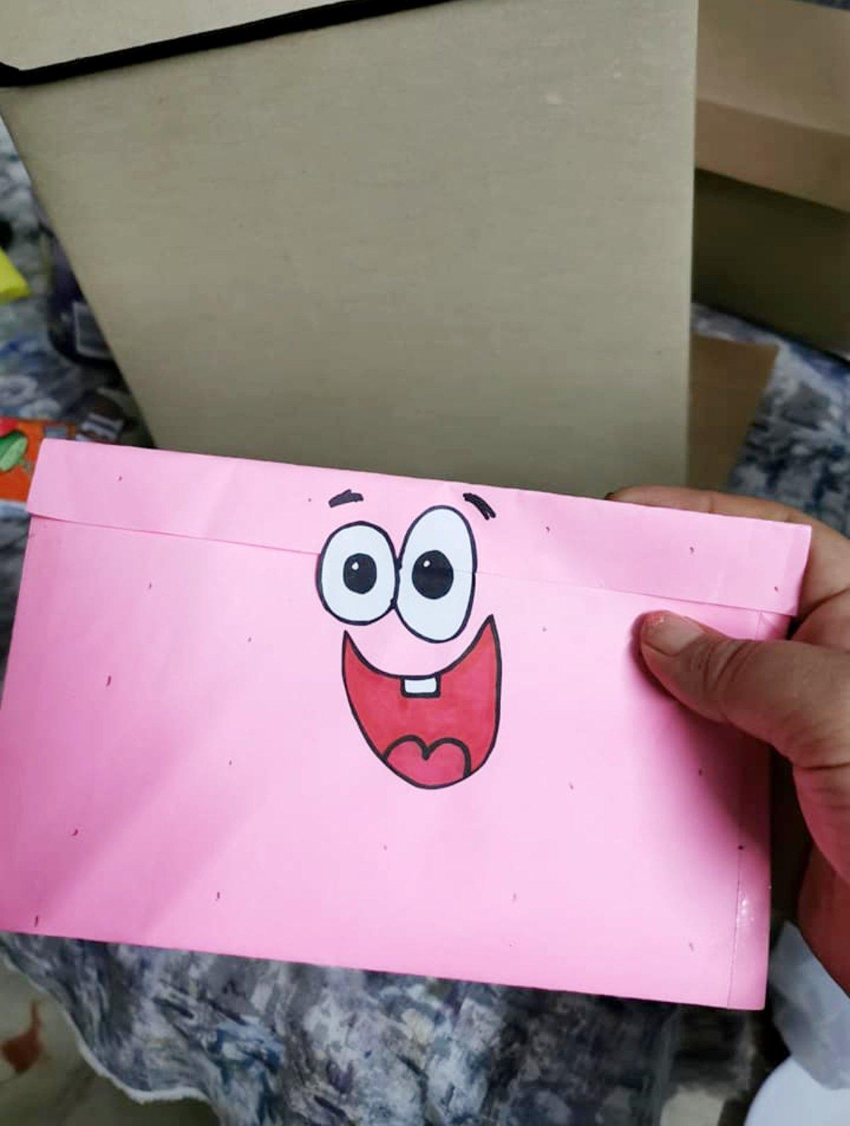 Su mejor amiga le obsequia regalo inspirado en Bob Esponja