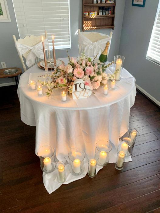 Parejas se casan en medio de cuarentena por coronavirus; mesa de boda