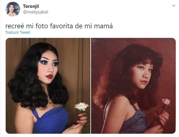 Chica recreando una foto de su mamá con blusa de tirantes azul rey y sosteniendo una flor blanca