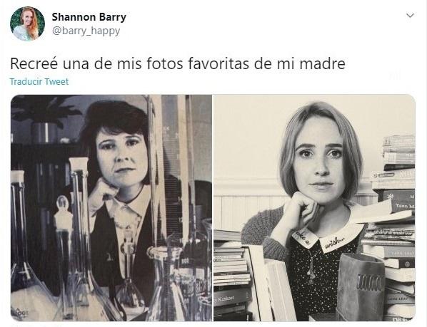 Chica recreando la foto de su mamá dento de un laboratorio de ciencias