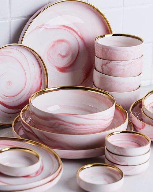 Platos rosas estilo mármol