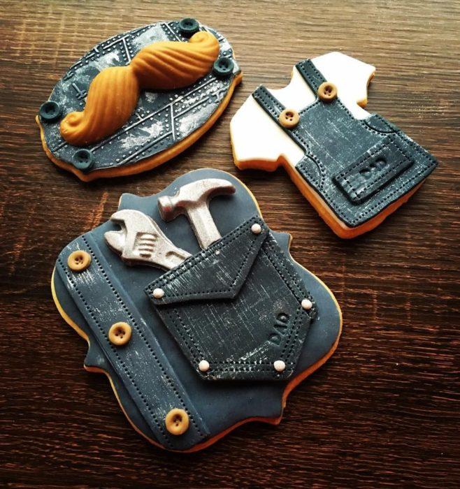 Galletas decoradas para el Día del padre de overol y herramientas