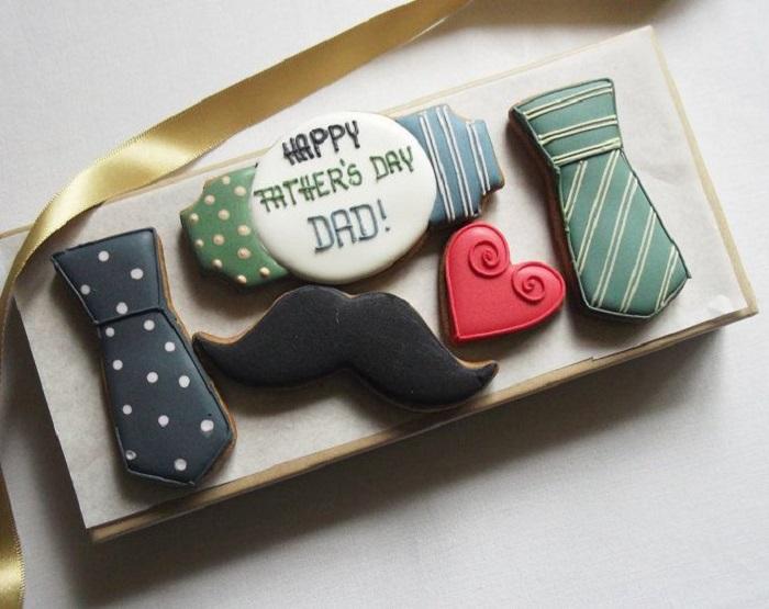 Galletas decoradas para el Día del padre de corbatitas, corazones y bigotes