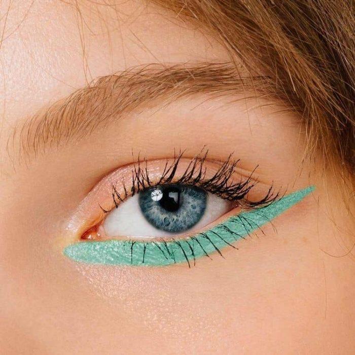 Delineado artístico en color verde