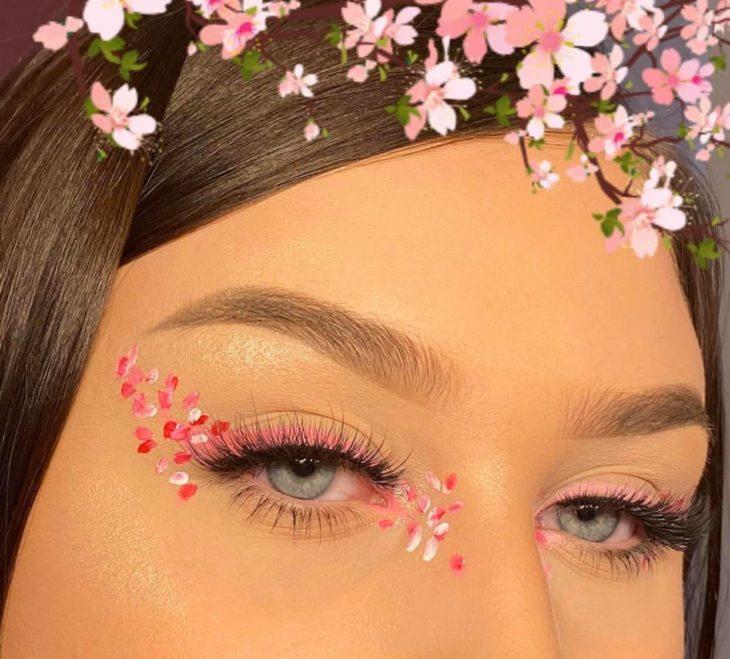 Delineado artístico de flores de árbol de cerezo