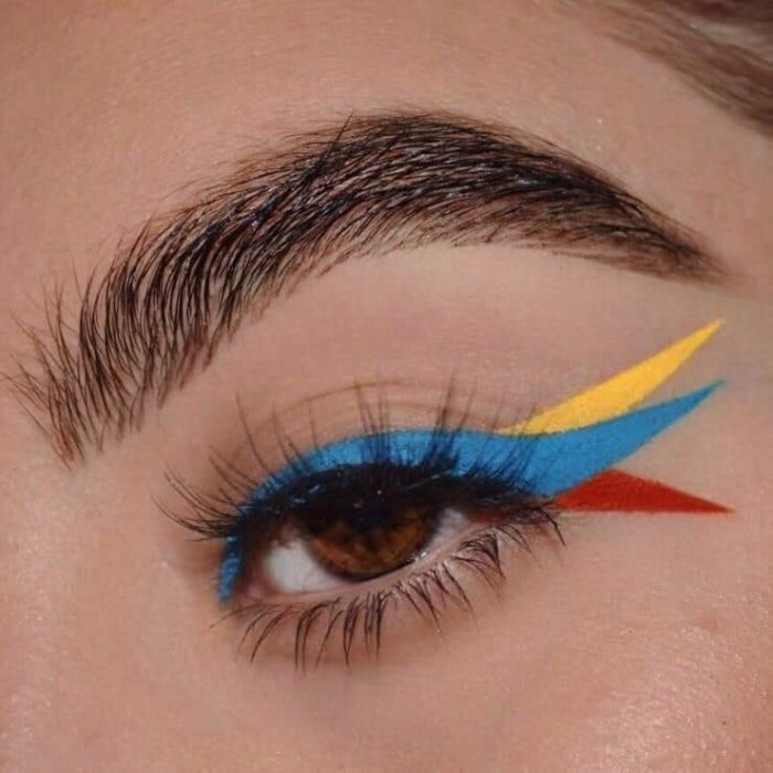 Tricolor outlined in blue, yellow and red