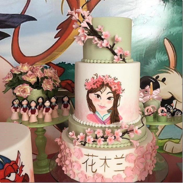 Pastel decorado, inspirado en Mulan