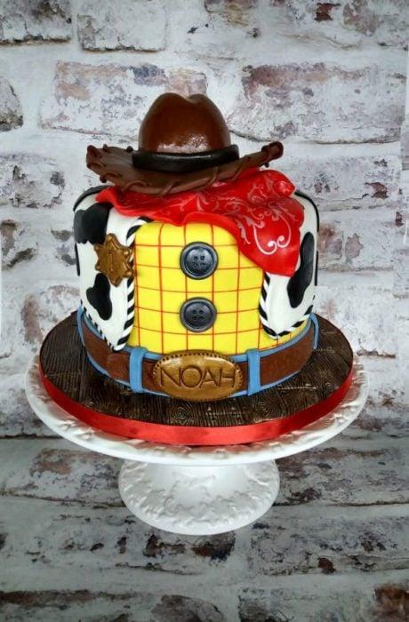 Pastel decorado, inspirado en Woody de la la película de Toy Story