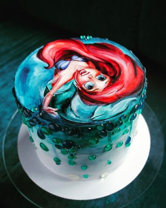 Pastel decorado, inspirado en Ariel de la película de La Sirenita