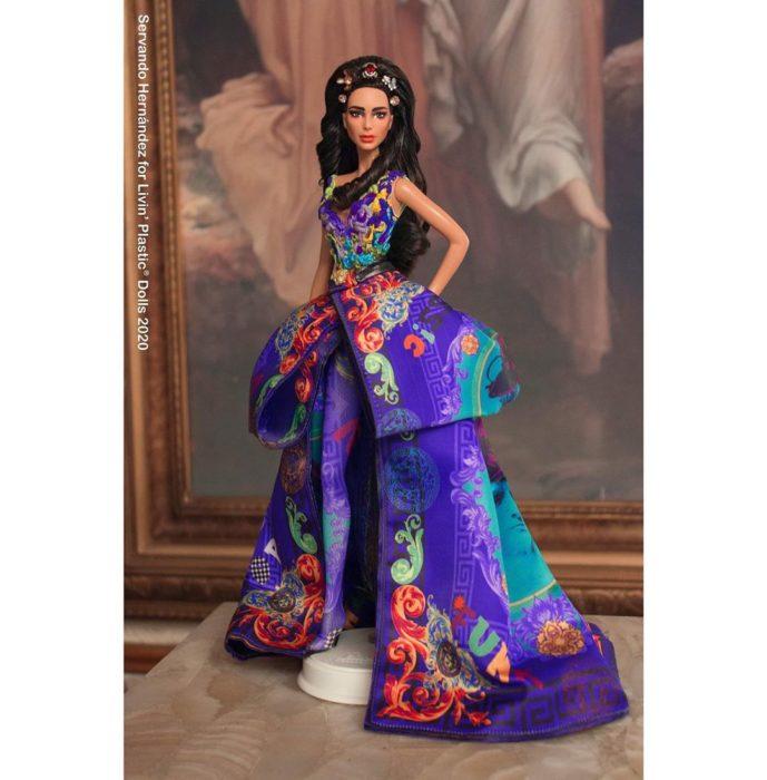 Barbie caracterizada como Dua Lipa