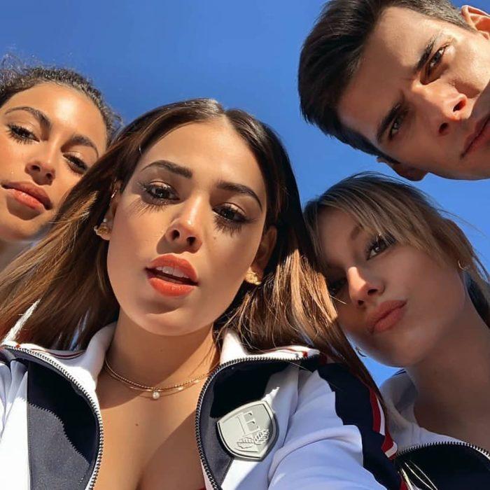 Danna, Mina, Karla y Alvaro tomándose una selfie