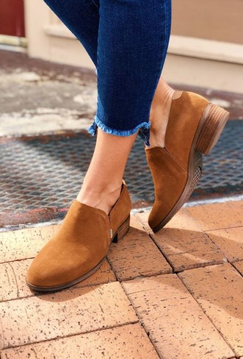 Zapatos cafés cómodos