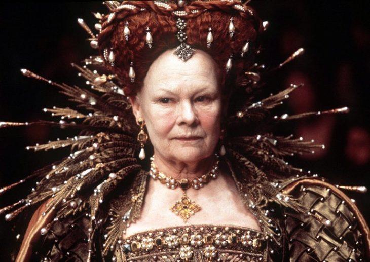 Judi Dench como la Reina Elizabeth I