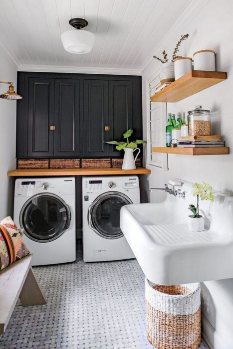 Cuarto de lavandería con lavadero y alacena