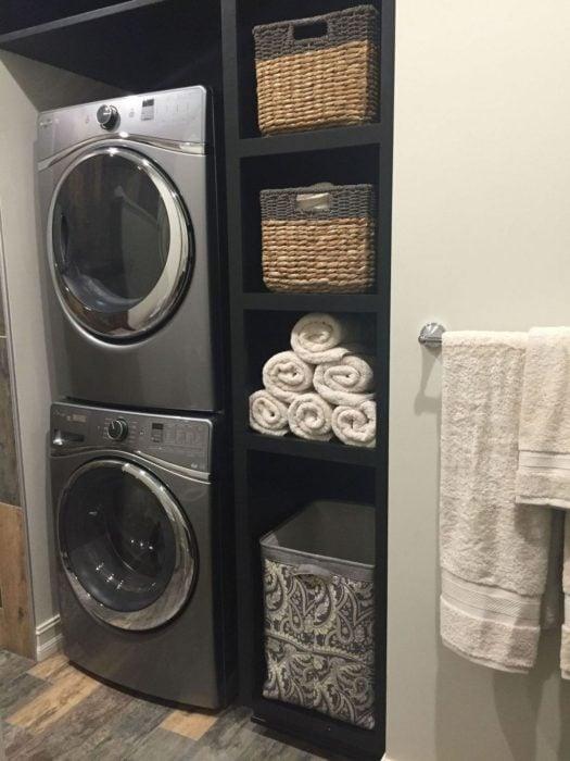 Cuarto de lavandería en habitación reducida