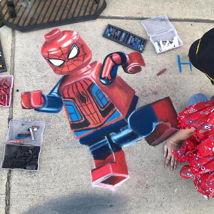 Spiderman lego dibujado con tiza