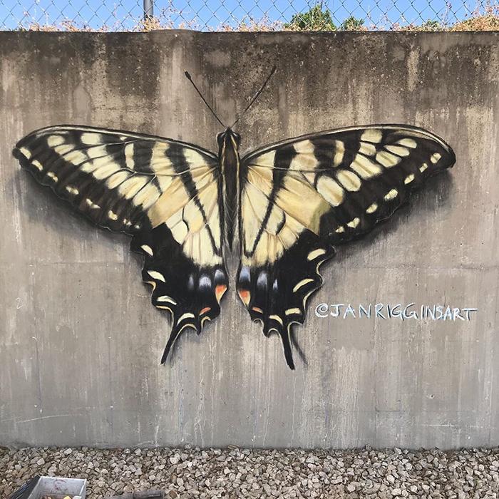 Mariposa dibujada con tiza