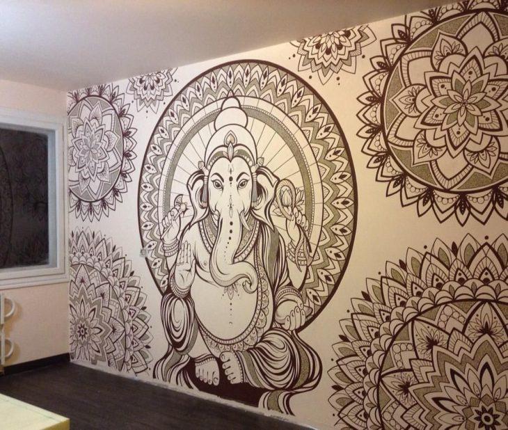 Mandala que abarca toda la pared
