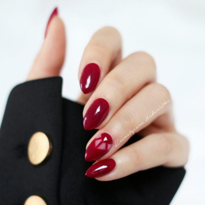 Diseños de manicure; uñas stiletto color rojo
