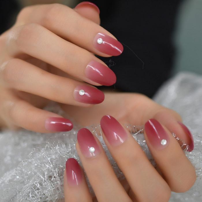 Diseños de manicure; uñas redondas color salmón
