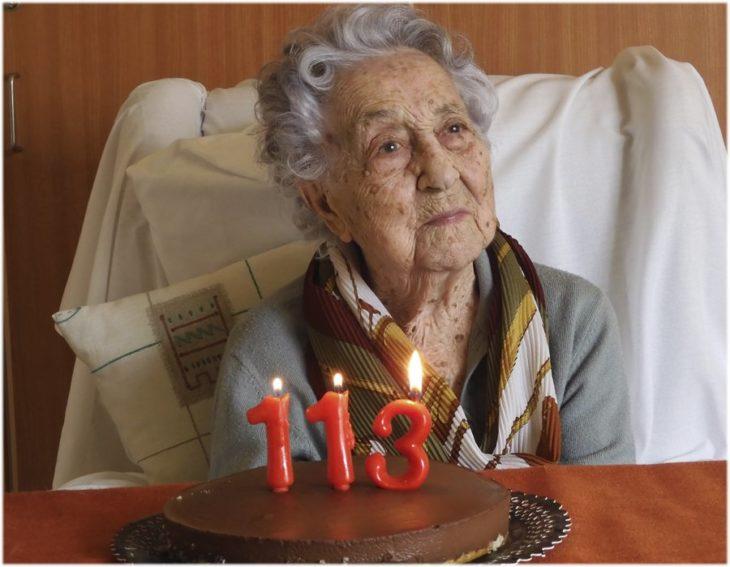 maría y su pastel de 113 años