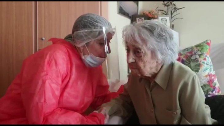 María y una enfermera