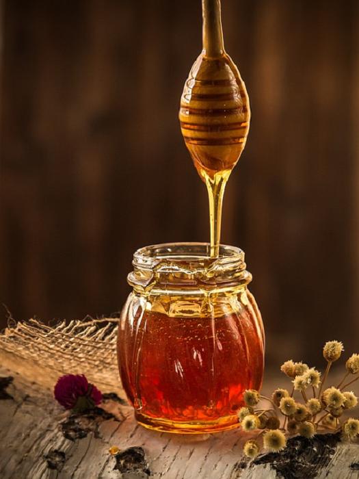 Miel de abeja en recipiente vidrio