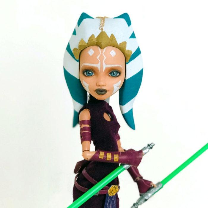 Artista rusa Arty Ooak Dolls tranforma muñecas Monster High en personajes de caricaturas y películas; Ashoka Tano, Star Wars