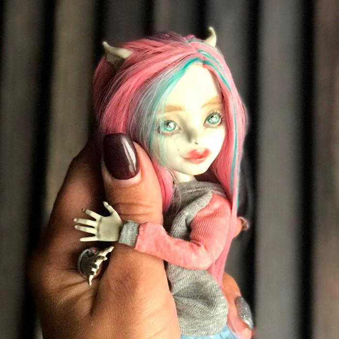 Artista rusa Arty Ooak Dolls tranforma muñecas Monster High en personajes de caricaturas y películas