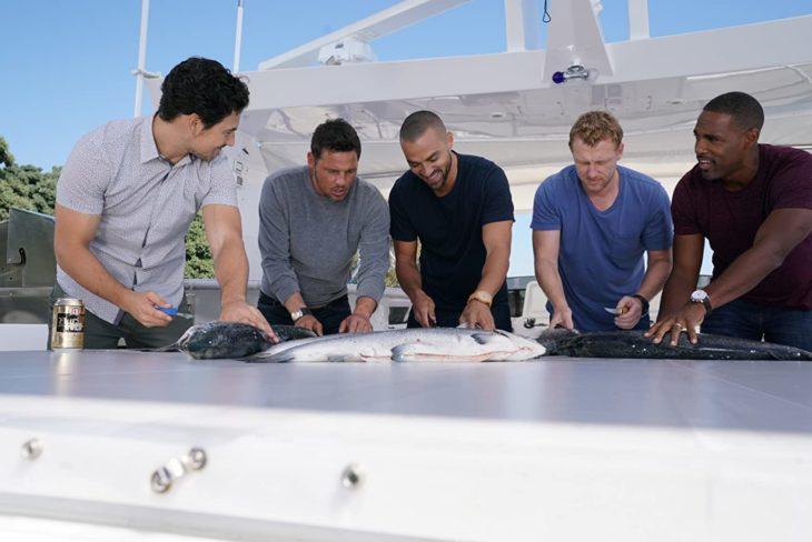 Escena de Grey's Anatomy en donde los hombres van a pescar