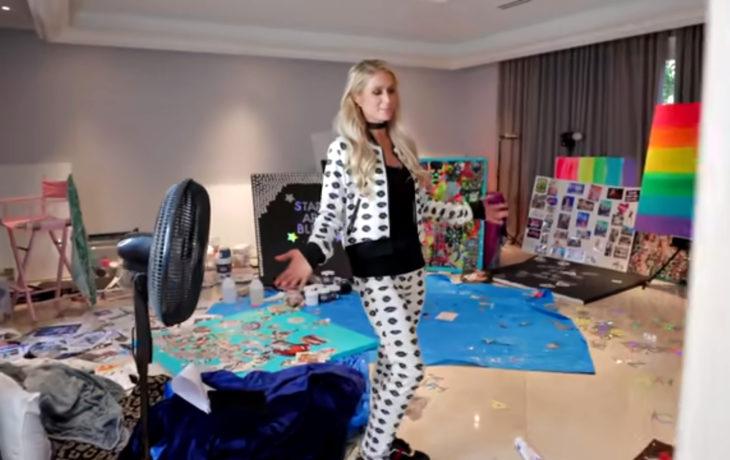 Paris Hilton pintando